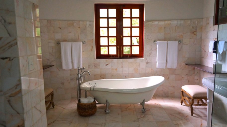 Comment déboucher une baignoire ? Finis la galère avec nos conseils