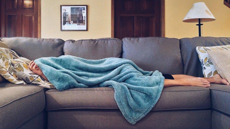 Comment choisir son canapé convertible couchage quotidien ?