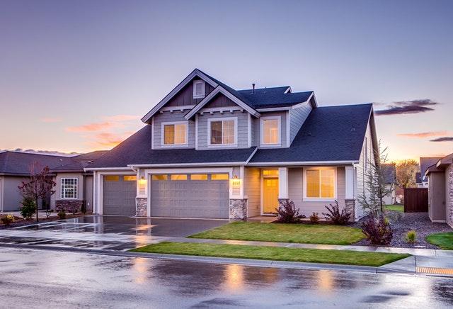 Acheter une maison : comment bien choisir son assurance de prêt ?