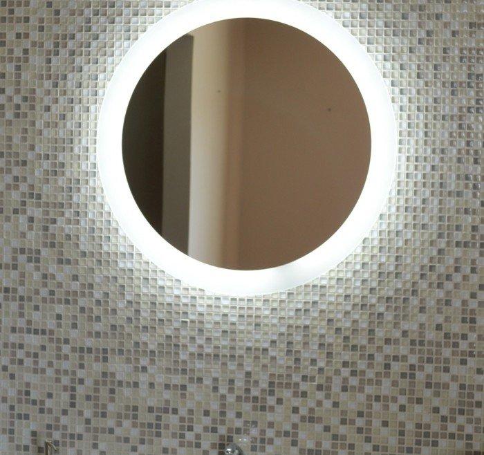 miroir de salle de bains la tendance est la lumi re et au high tech. Black Bedroom Furniture Sets. Home Design Ideas