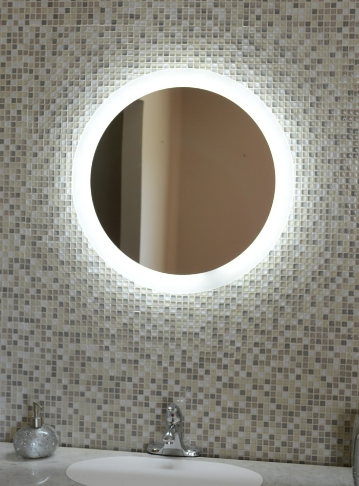 Audacieuse Miroir de salle de bains : la tendance est à la lumière et au high GT-66
