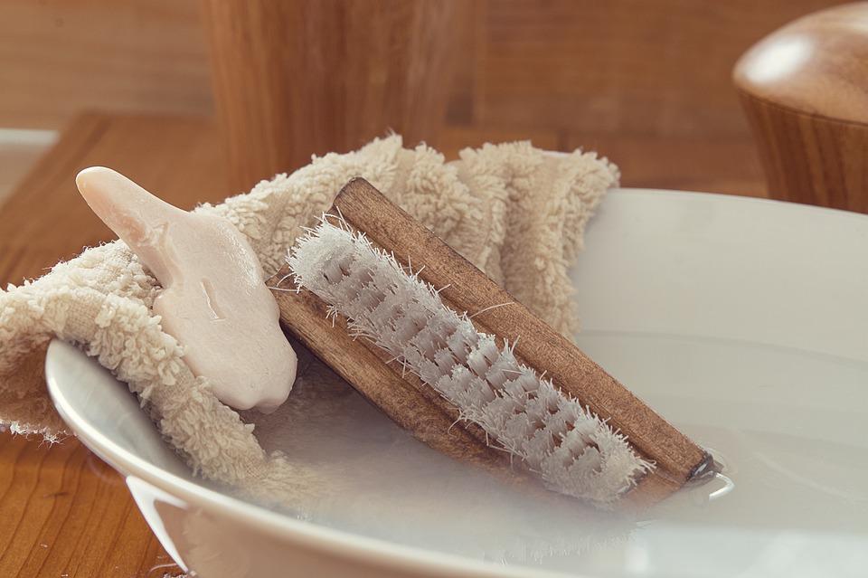 Son nettoyage se fait facilement avec une brosse, du savon et de l'eau.