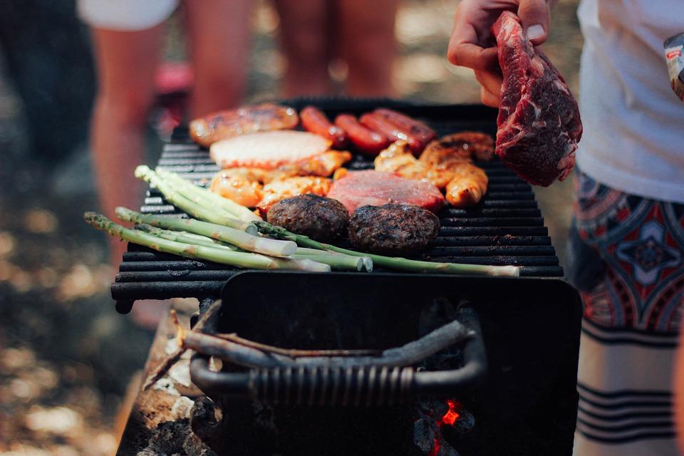 il existe certaines différences entre les divers modèles de ce type de barbecue.