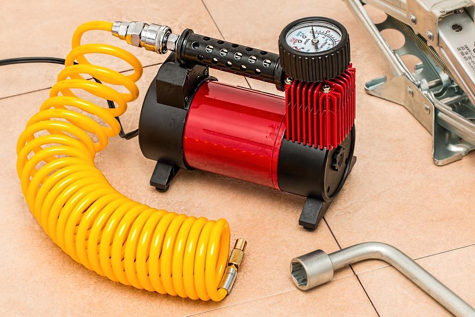 Un compresseur portatif est un équipement utile dans la réalisation de divers petits travaux au quotidien.