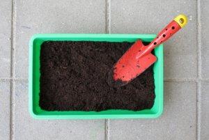 On aura ensuite à collectionner divers contenants tels que les bacs ou les pots.