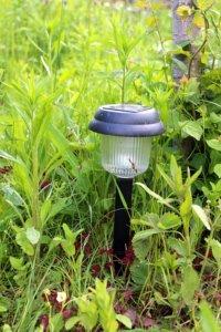 Il est nécessaire que le design de vos lampes corresponde bien au style de votre jardin.