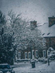 On sait que l'autonomie des lampes solaires diminue pendant l'hiver.