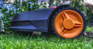 Sa particularité réside dans le fait qu'il peut fonctionner automatiquement sans que l'on ait à le trainer sur toute la pelouse.