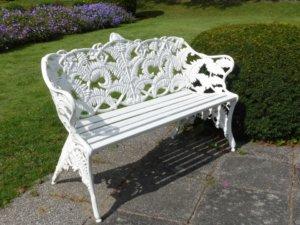 Vous avez le choix entre les canapés de jardin soient des transats ou bains de soleil.