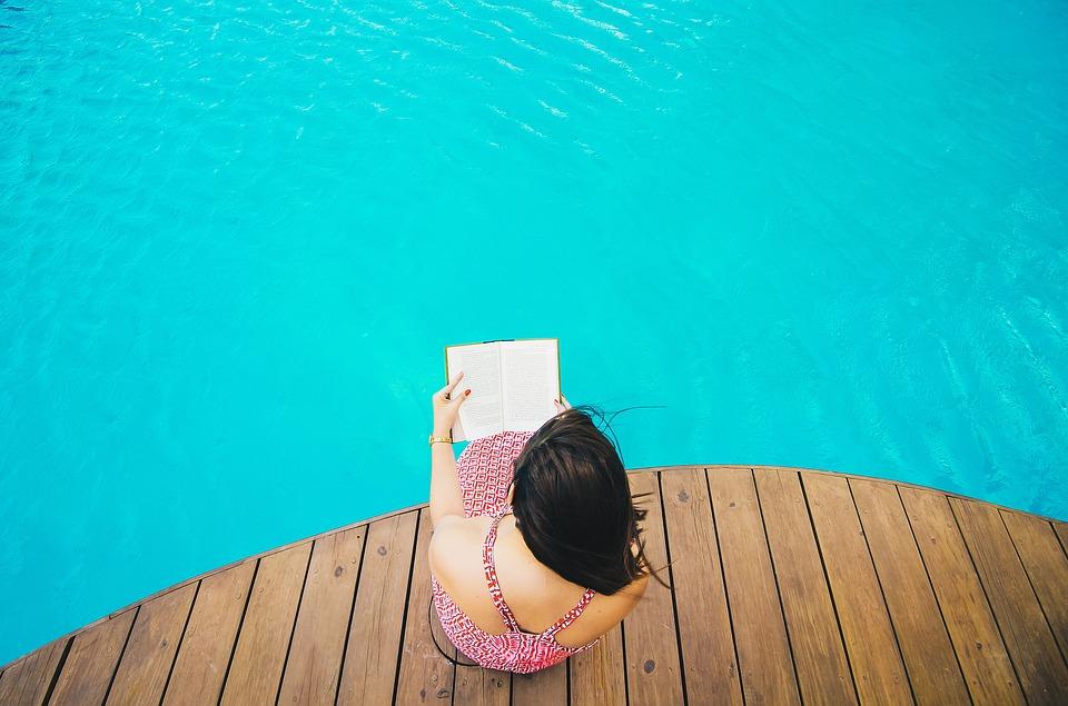 L'installation d'une piscine en bois dans son jardin pourrait être une idée plus qu'intéressante.