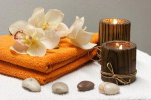 Un spa est un bassin fait d'eau chaude pourvue de buses pour le massage.