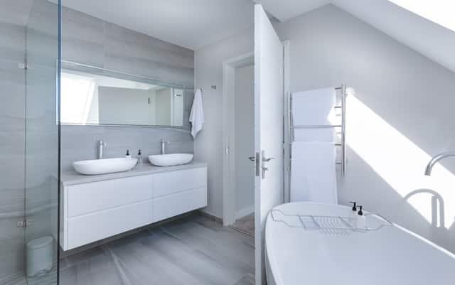 Agencer une petite salle de bain, facile avec nos conseils