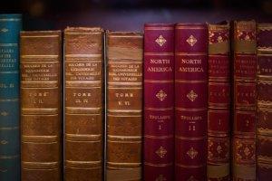 les livres anciens offrent un look original