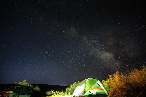 Le hamac gonflable peut vous suivre partout : camping ou jardin