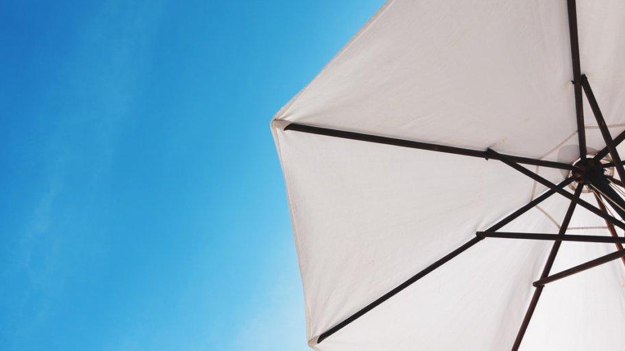 Guide complet sur le meilleur choix adapté du parasol déporté.