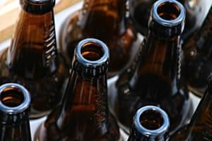 Il suffit d'une bouteille en verre desperados pour créer des verres
