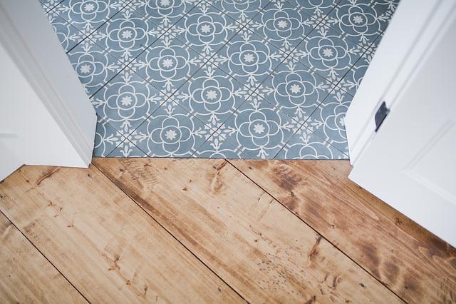 Couvrir le carrelage au sol : comment baisser la facture?