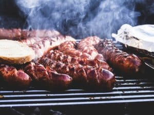 La température du barbecue à gaz est réglable de manière précise