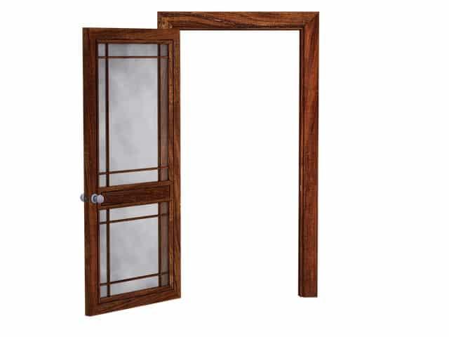 Les portes-fenêtres permettent de profiter de la lumière naturelle jusqu'à une certaine limite