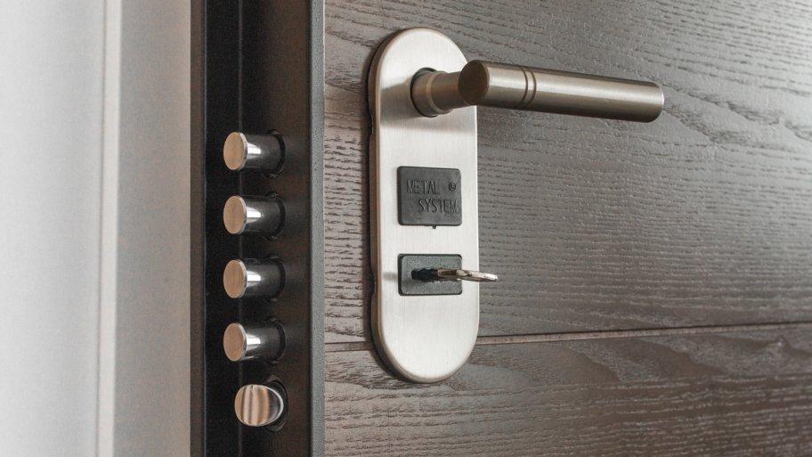 Les meilleures méthodes pour ouvrir une porte blindée sans la détruire