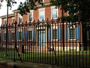 Il existe de nombreuses entreprises du bâtiment et expertes dans la pose de clôture à Rouen
