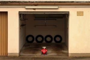 La porte de garage doit être pensée pour durer et surtout assurer le maximum de sécurité