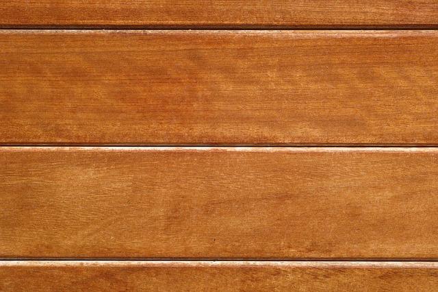 Les lames en bois composite qui constituent la terrasse ont la caractéristique d'être stables