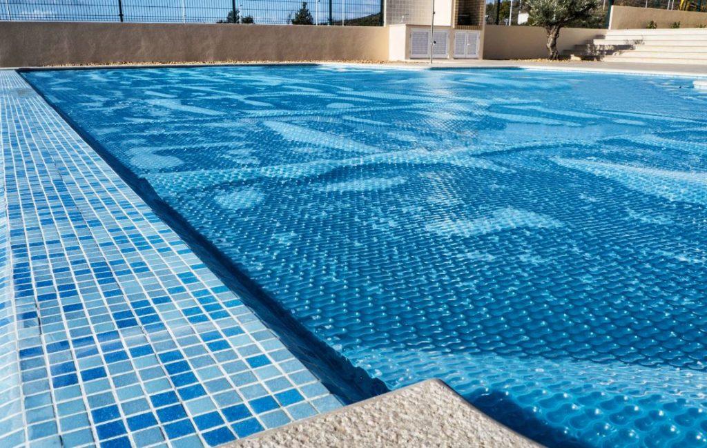 bâche à bulle pour piscine soin