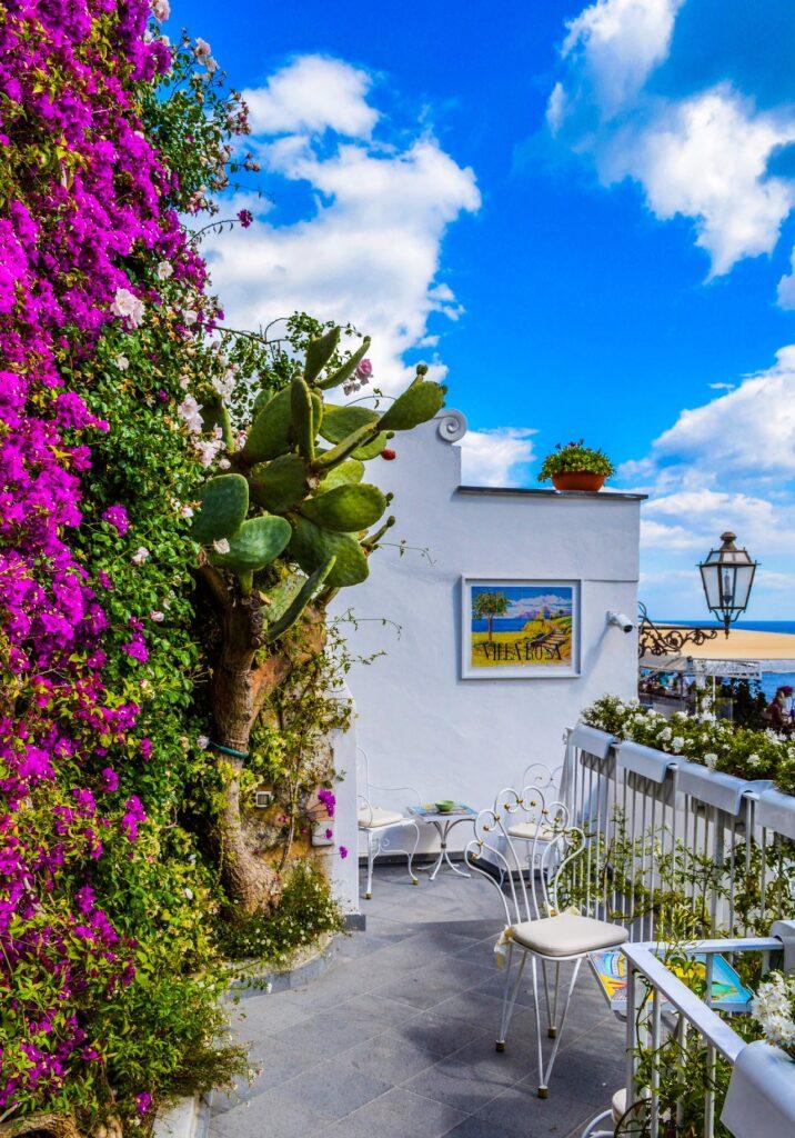 Voilà l'exemple d'un balcon fleury en grèce