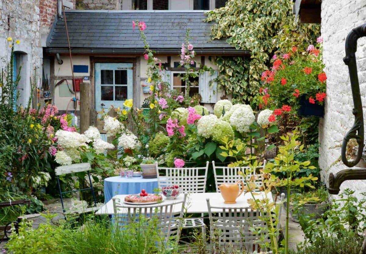 Petit jardin fleuri